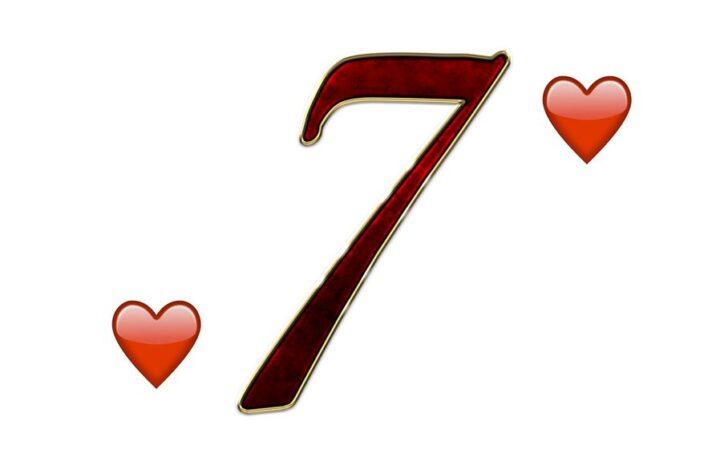 Interprétez le 7 de cœur avec les autres cartes