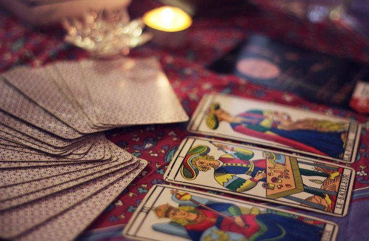 Se tirer les cartes soi-même: apprenez à lire vous-même votre avenir